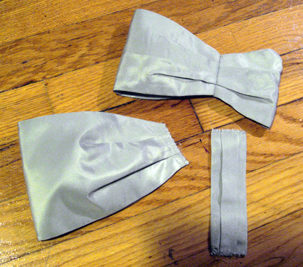 Here are all the various elements that make up the bow.  they are all lined, pressed, and ready to be assembled