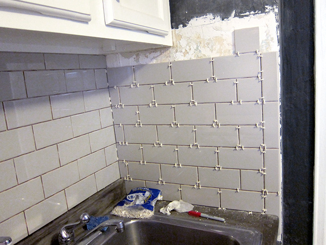 Major DIY's in the Kitchen: PART 2 – New Backsplash - << joeandcheryl.com >>